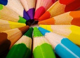 3522753-assortiment-de-crayons-de-couleur-avec-l-39-ombre-sur-fond-blanc
